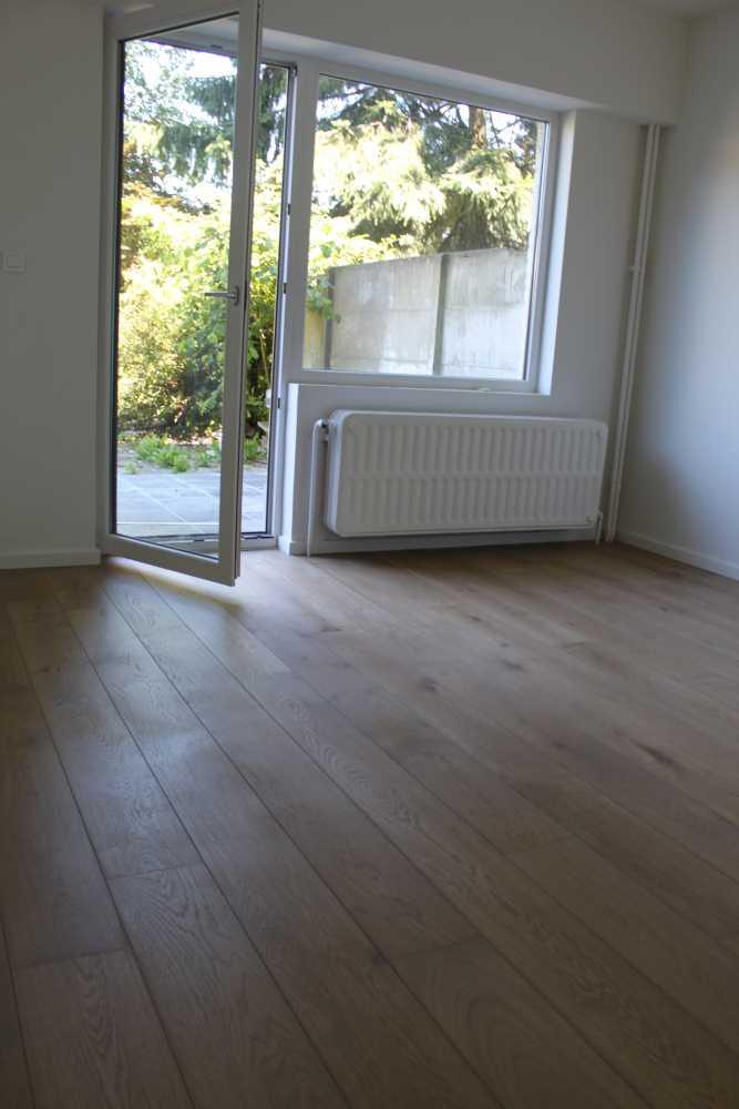 Gerenoveerd gelijkvloers appartement met ruime tuin for Appartement met tuin te koop